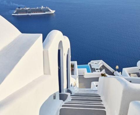 Santorini hotels with infinity pools